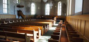 Thun Kirche Holzbänke