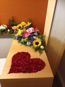 Rosenblütenherz bunte Blumen Wunsch dekorieren